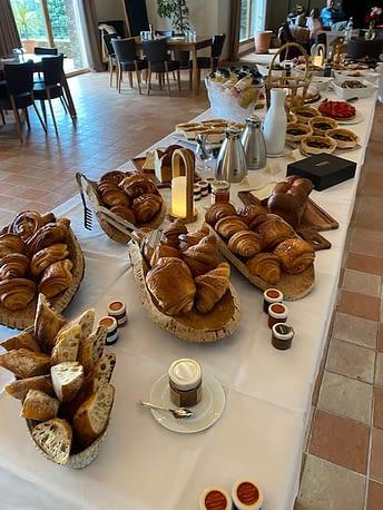 Buffet restaurant (Breakfast / Petit-déjeuner