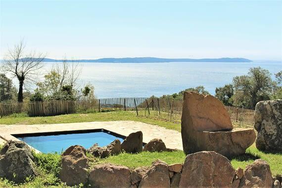 Piscine et vue à la mer / Swimming pool and sea view