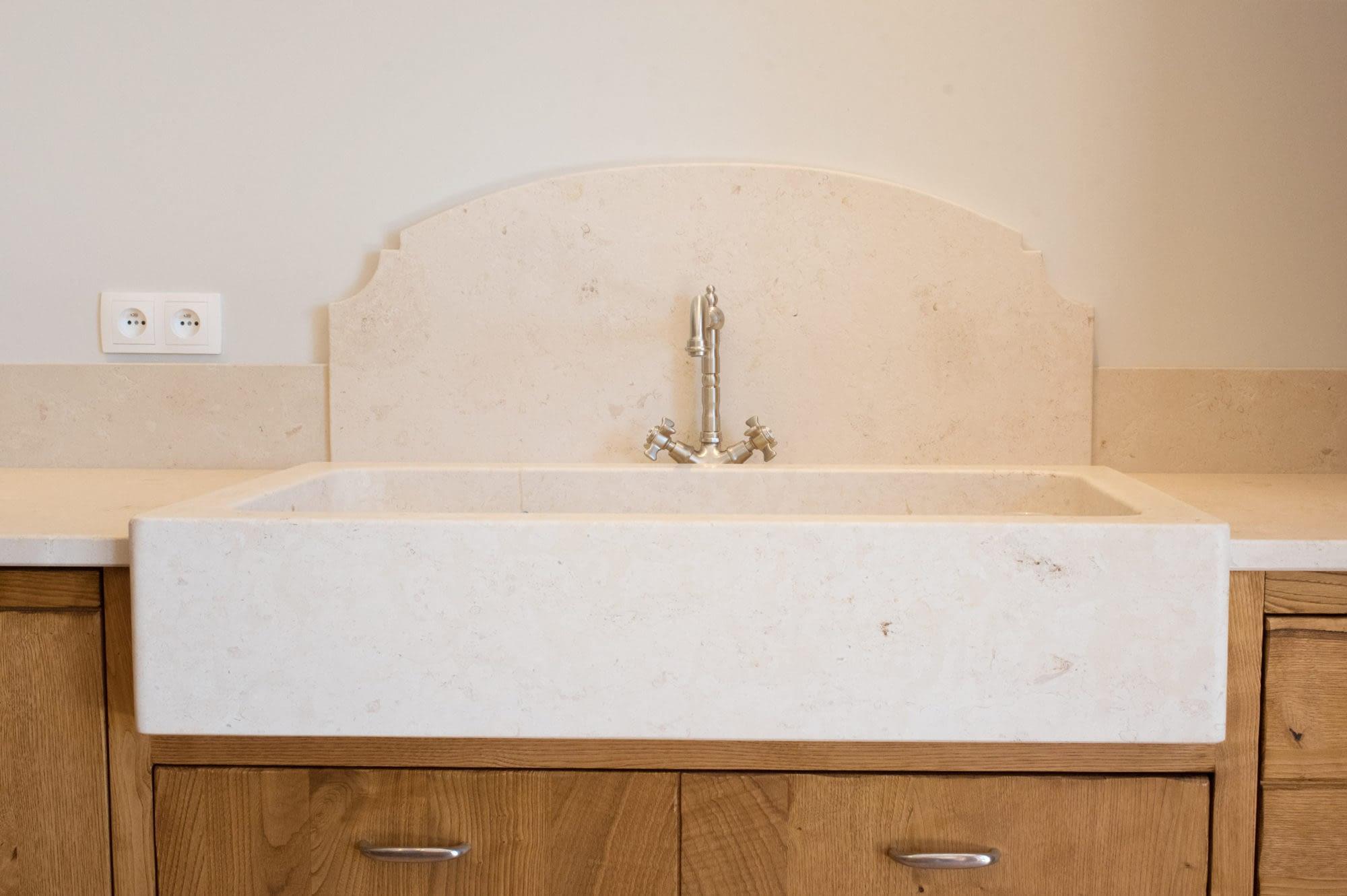 Détail évier dans la cuisine Le grand chêne / Detail sink in the kitchen from the house Le grand chêne