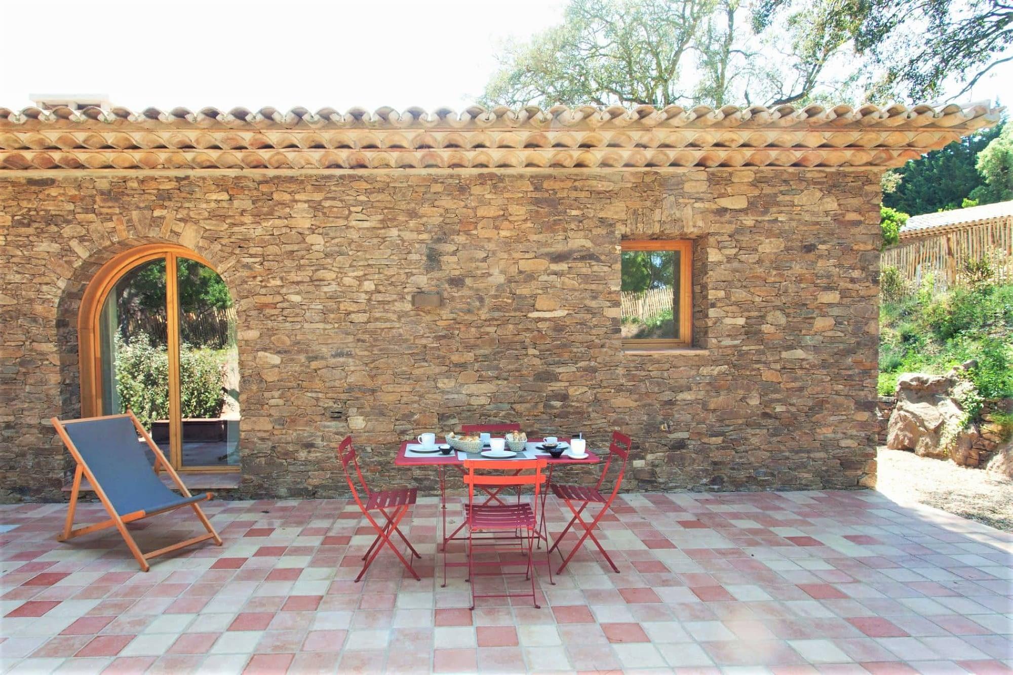 Terrasse de la maison L'arbousier / Terrace of the house L'arbousier