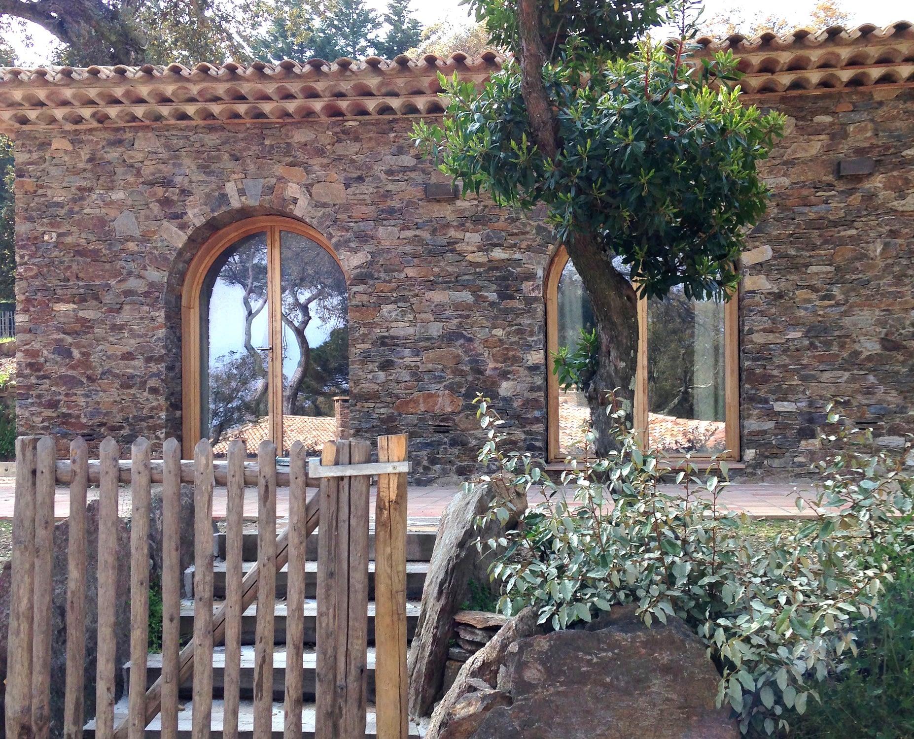 Entrée de la maison Le potager / Entrance to the house Le potager
