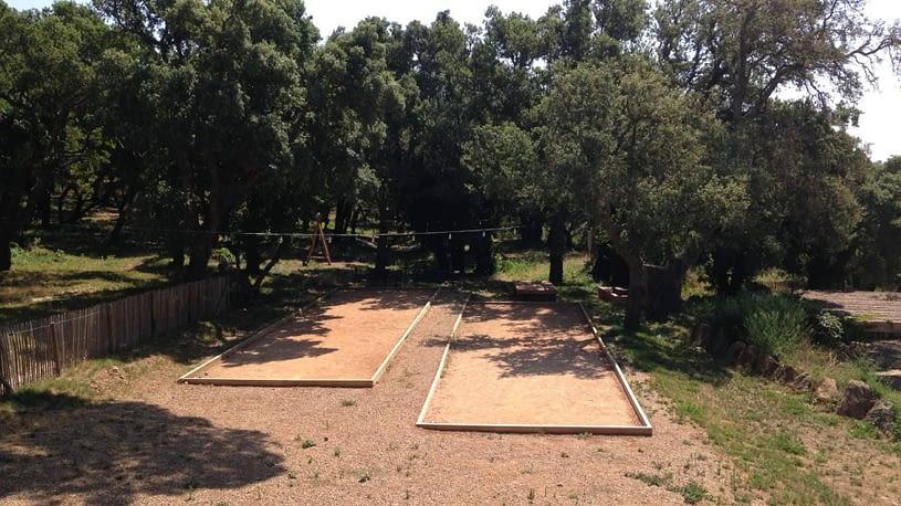 Deux terrains de pétanque