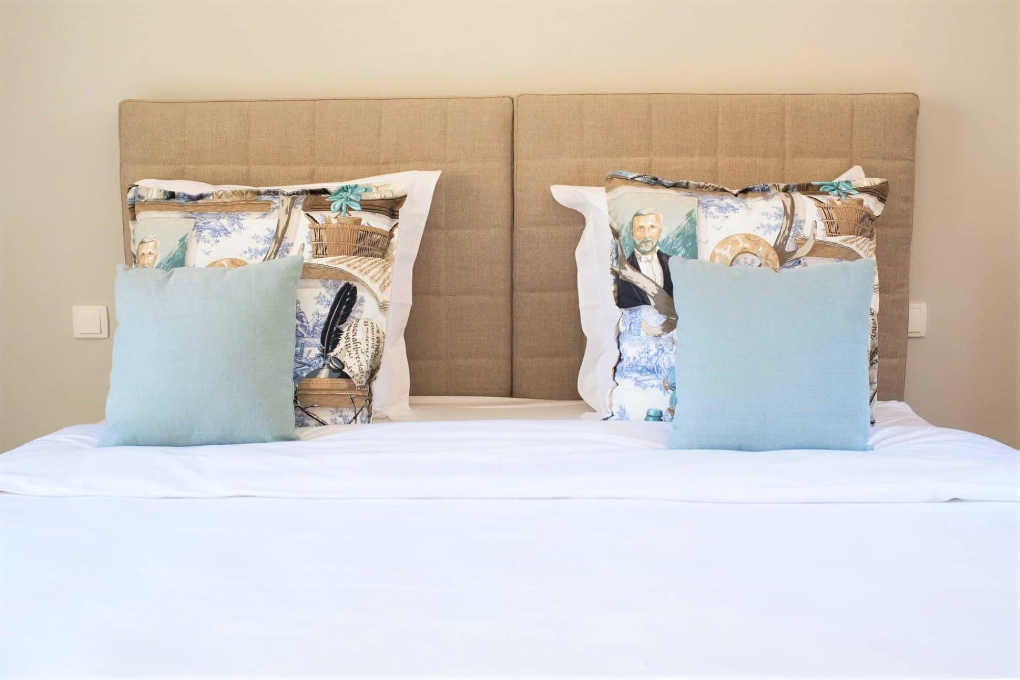 Lit dans maison L'olivier / Bed in the house L'olivier