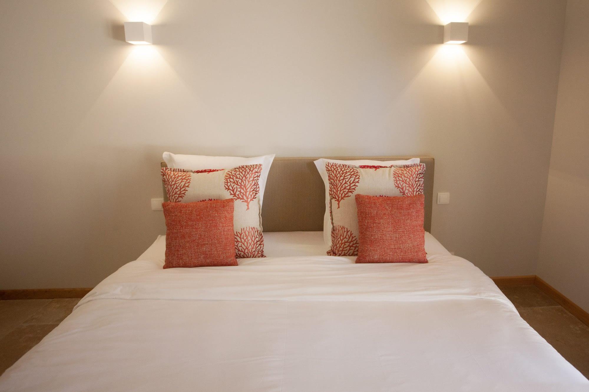 Front of the bed dans la chambre Le citronnier / Front of the bed in the house Le citronnier