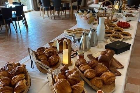 petit-dejeuner buffet / breakfast buffet